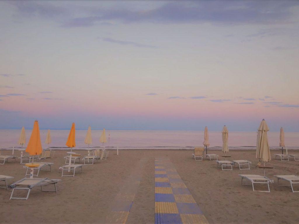 Norditalien Rundreise, Strand von Lignano am Sonnenuntergang